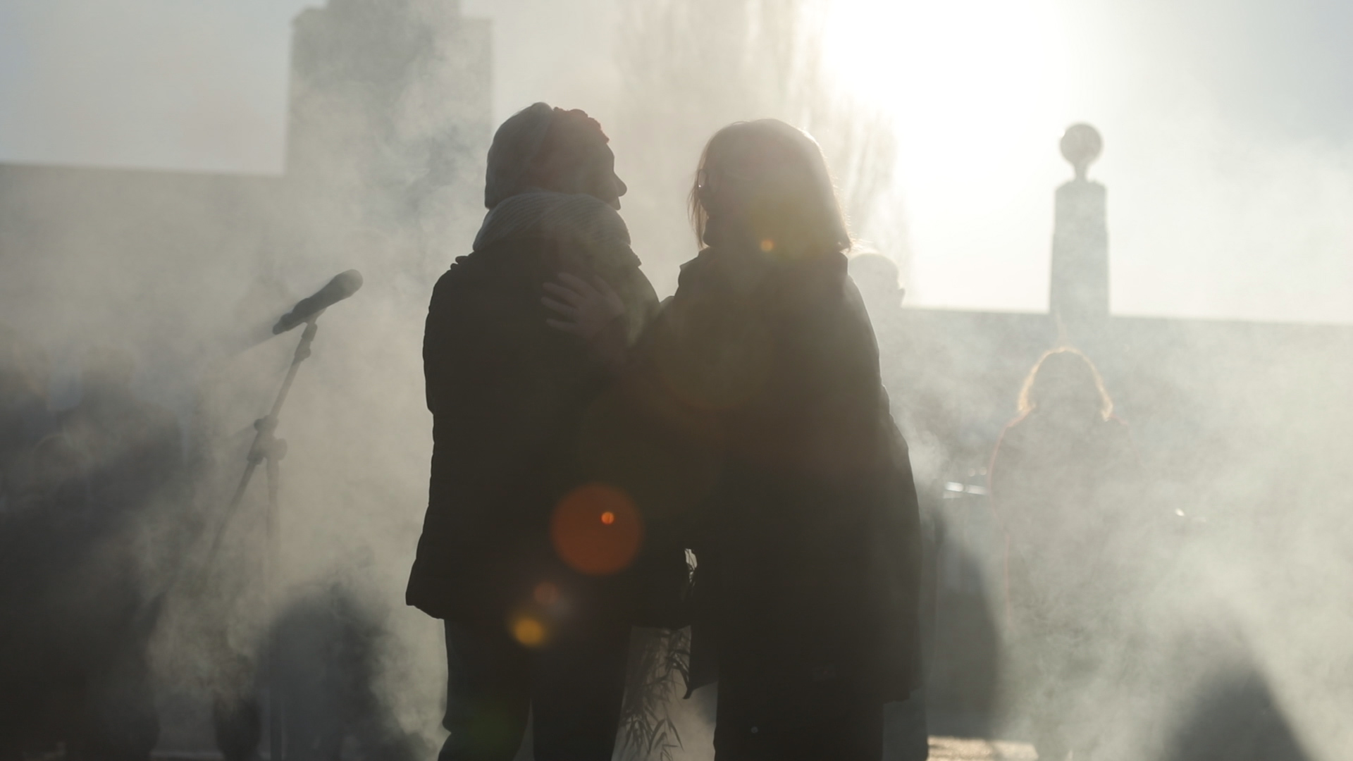 two embracing silouettes in smoke